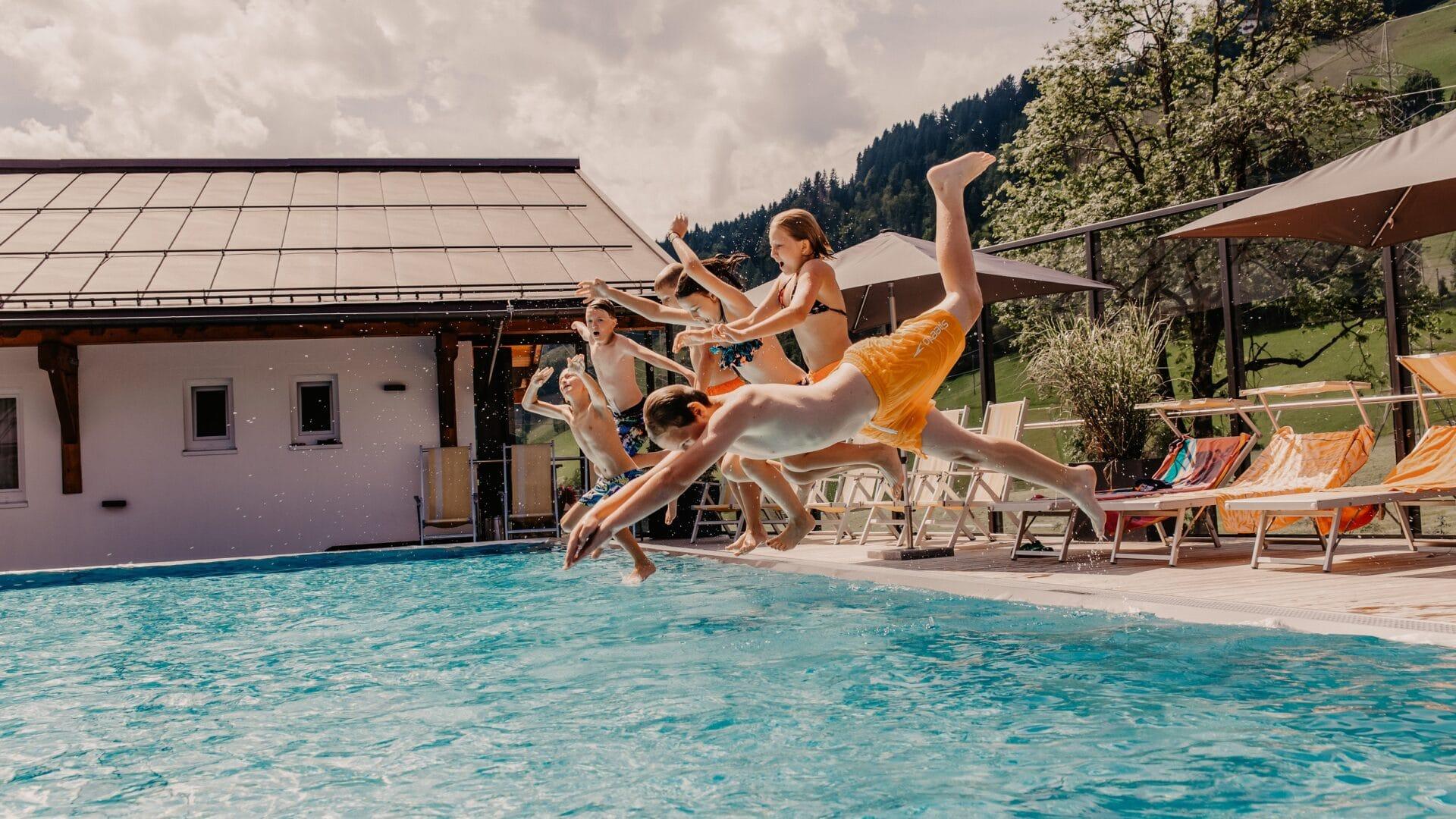 Hofgut-apartment-&-lifestyle-resort-wagrain-familienurlaub-winter-snowspace-Wagraini.j