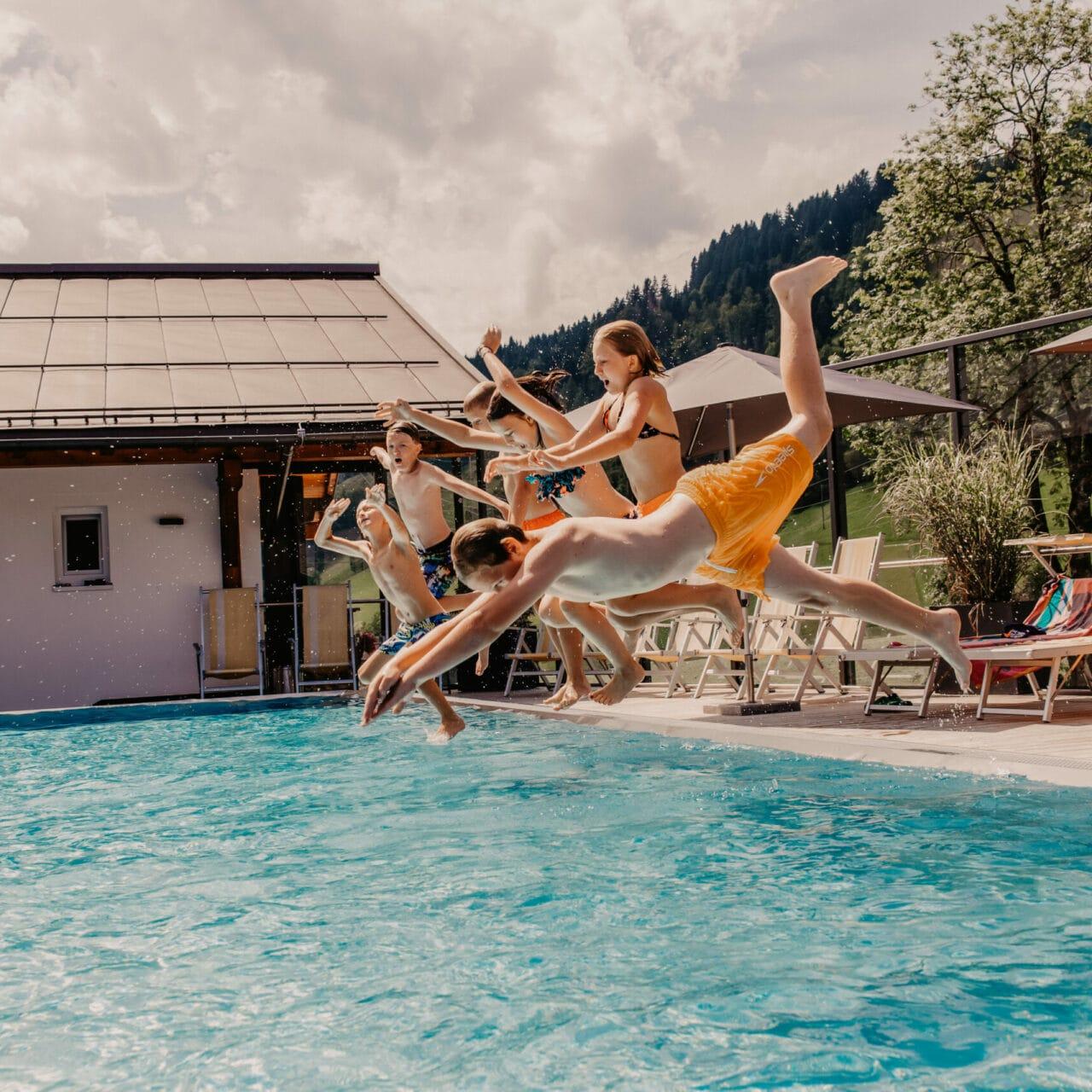 Hofgut-apartment-lifestyle-resort-wagrain-dachterrasse-pool-gross