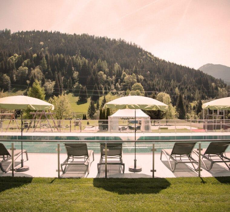 hofgut-apartment-lifestyle-resort-In-und-Outdoorpools-sportpool.
