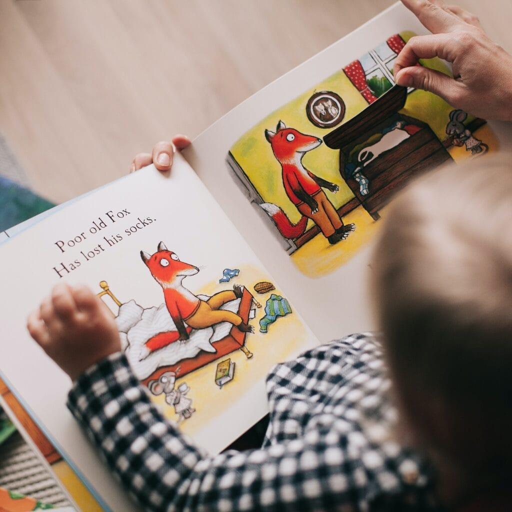 Erleben-im-Hofgut-fuer-Kinder-Mini-Park-buch-lesen