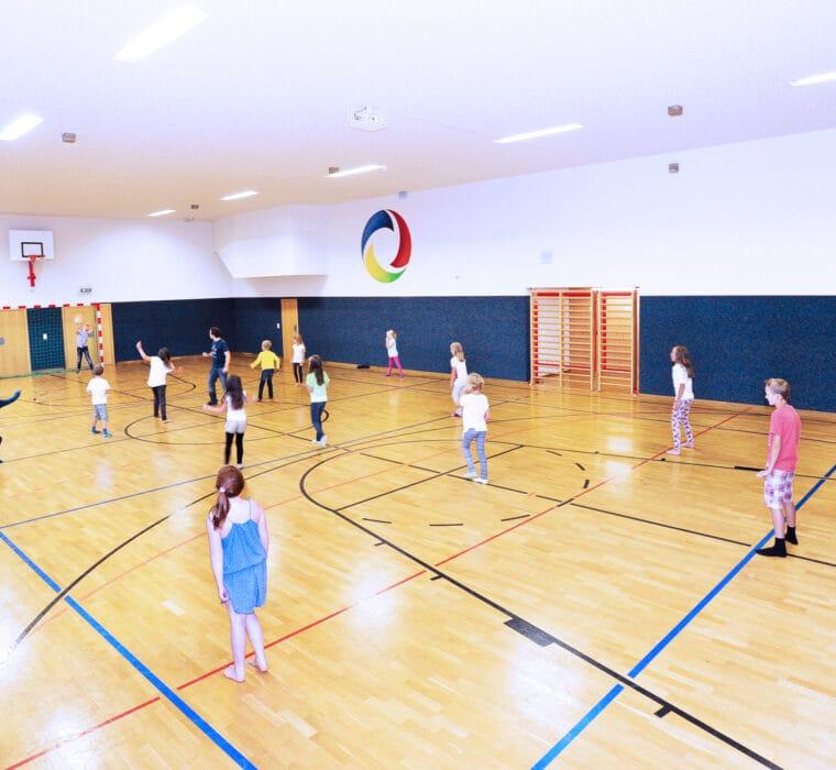 Erleben-im-Hofgut-für-Kinder-Sports-Area-Turnhalle