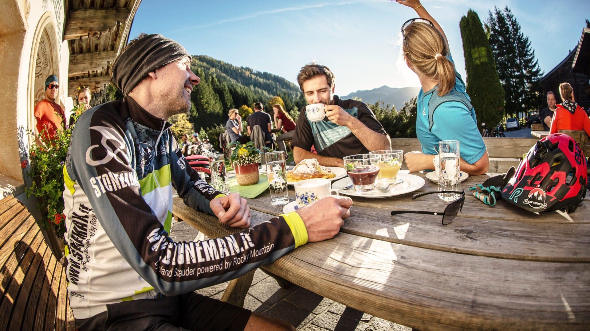 Erleben-im-Hofgut-fuer-Sportler-Radtour-Stoneman-Taurista-Einkehr