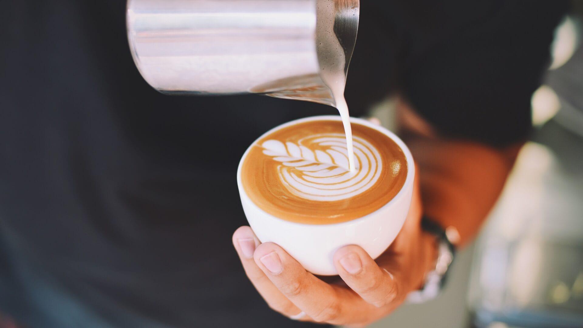 Fruehstuecken-im-Hofgut-Wagrain-Kaffee-Cappuccino