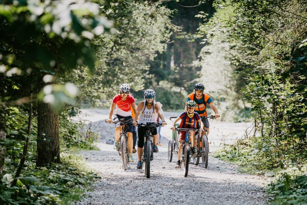 Hofgut-Apartment-Lifestyle-Resort-Erleben-im-Sommer-Biken-E-Bike
