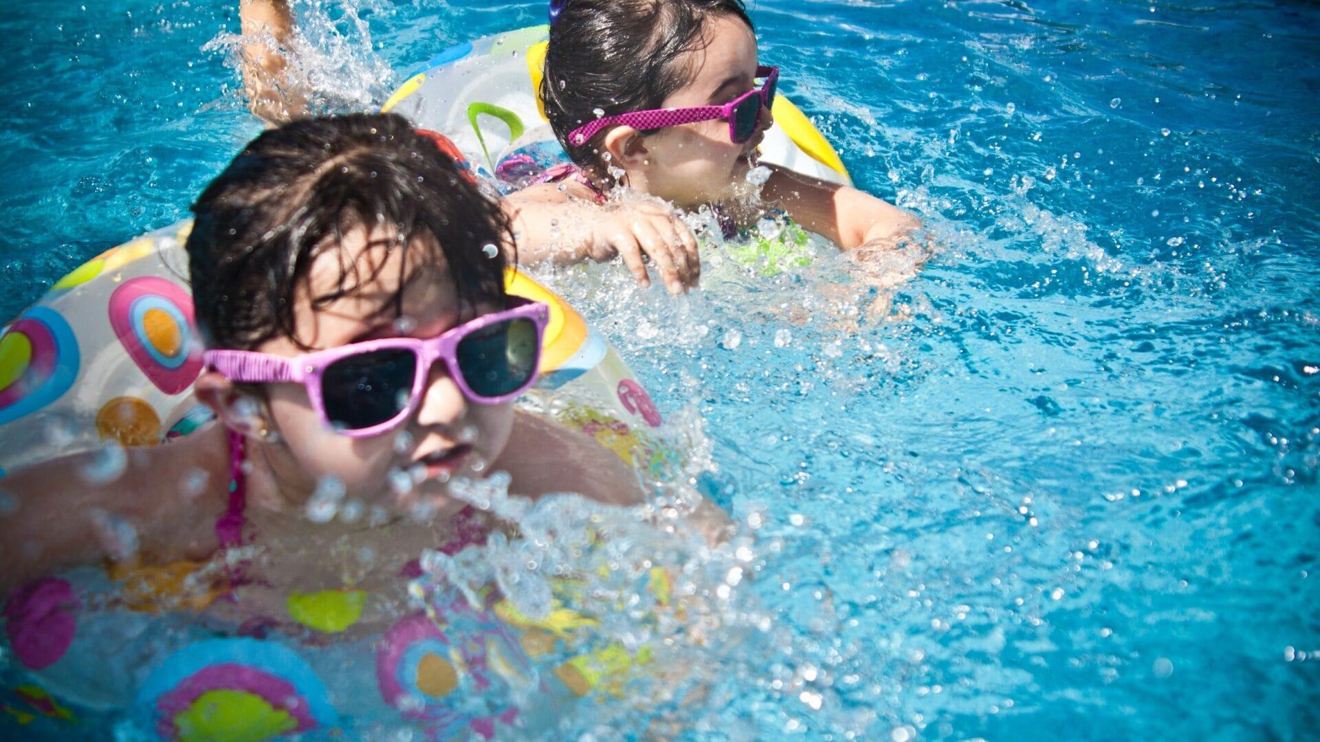 Hofgut-Apartment-lifestyle-resort-erleben-fuer-Kinder-Outdoor-Poolfun