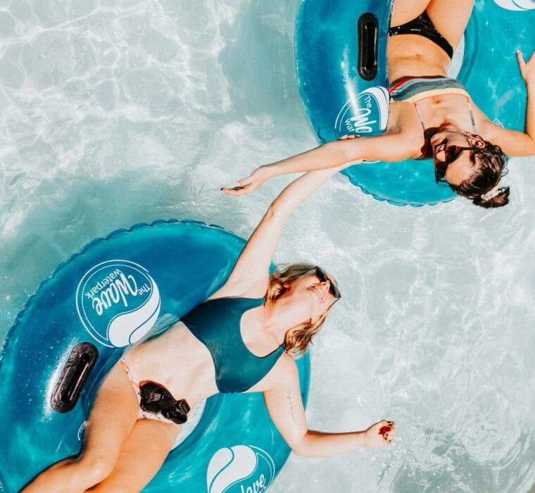 Hofgut-Wagrain-Apartment-Lifestyle-Resort-Freiheit-spueren-mit-Freunden-Pool-fun