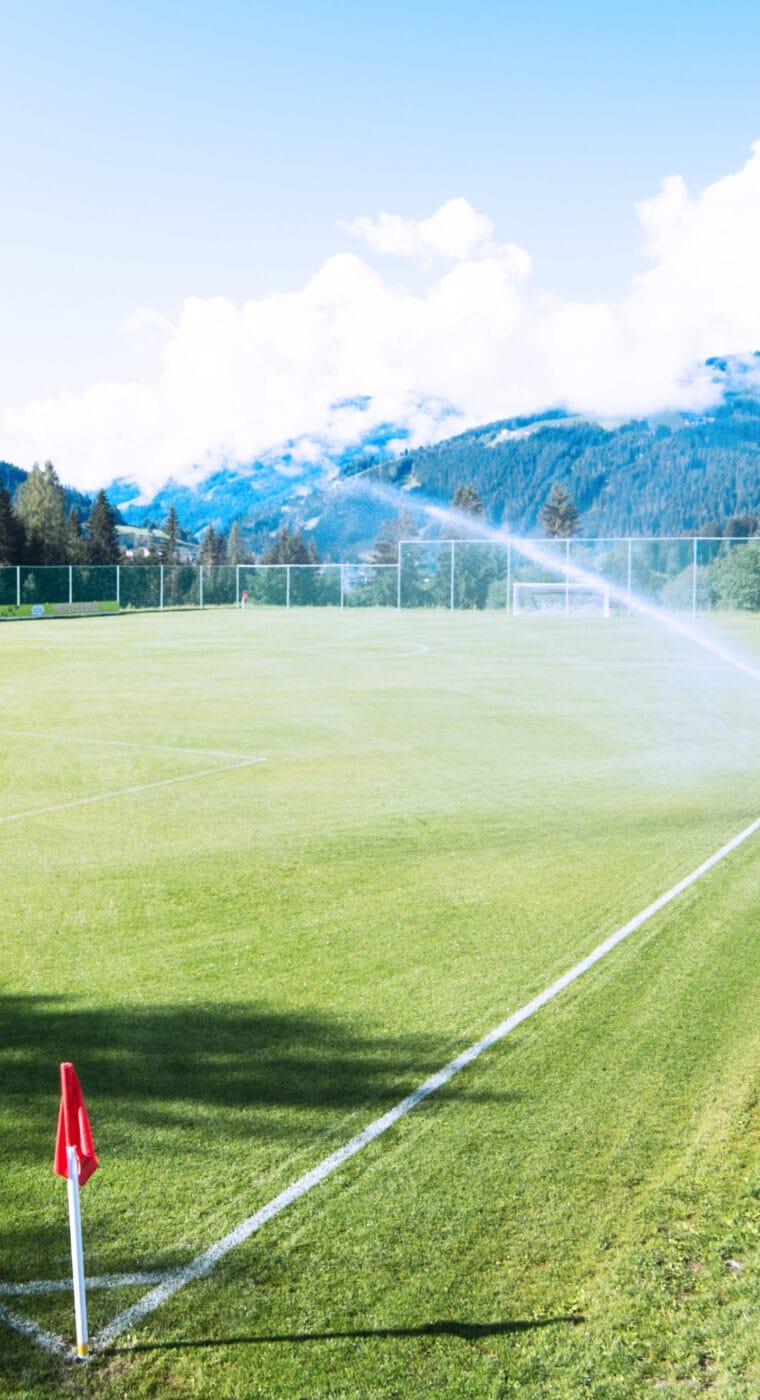 Hofgut-apartment-lifestyle-resort-wagrain-impressionen-Fußball-hoch