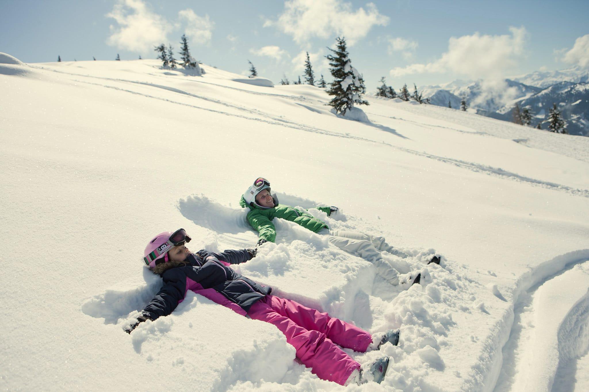 Hofgut-wagrain-apartment-lifestyle-resort-erleben-im-winter-Familienwinter-Schneeengel