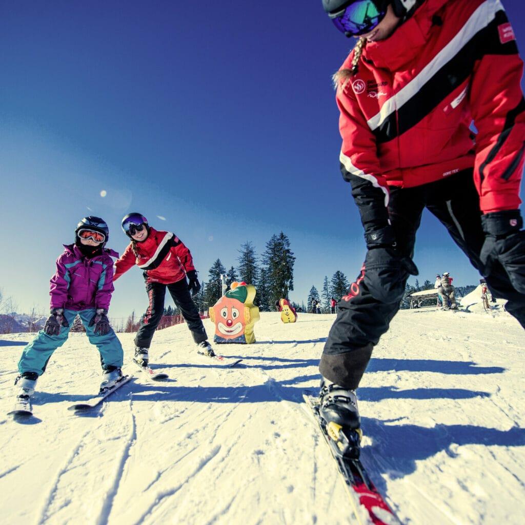 Hofgut-wagrain-apartment-lifestyle-resort-erleben-im-winter-Familienwinter-Skikurs