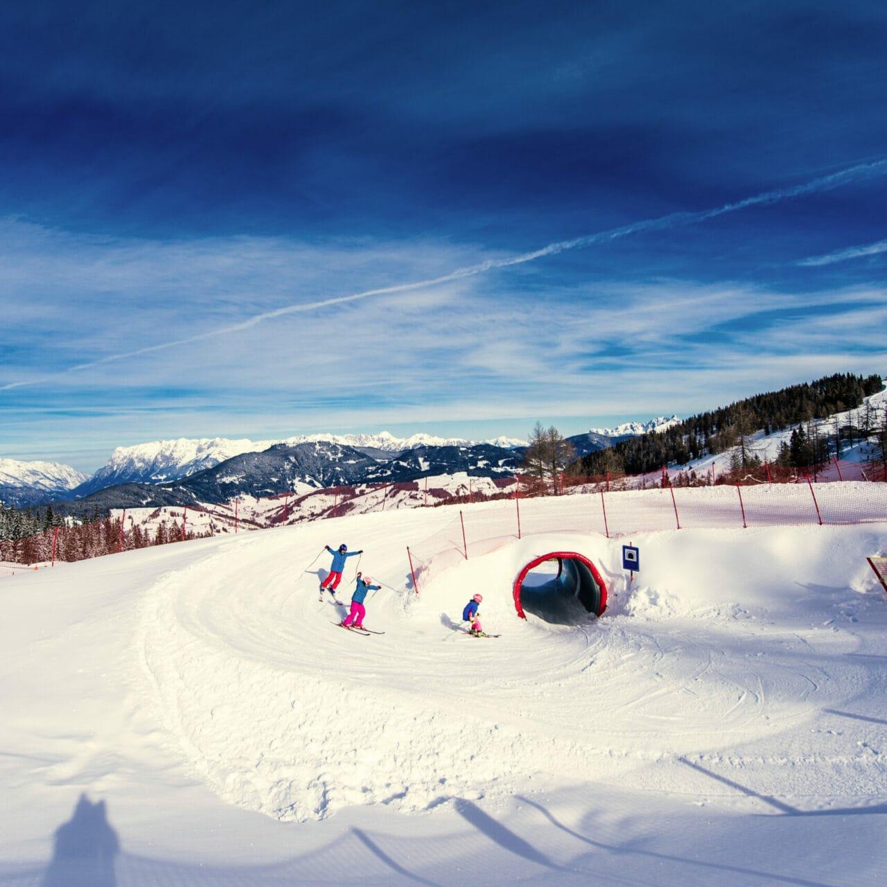 Hofgut-wagrain-apartment-lifestyle-resort-erleben-im-winter-familienwinter-skifahren-mit-Kindern-Fun-slope