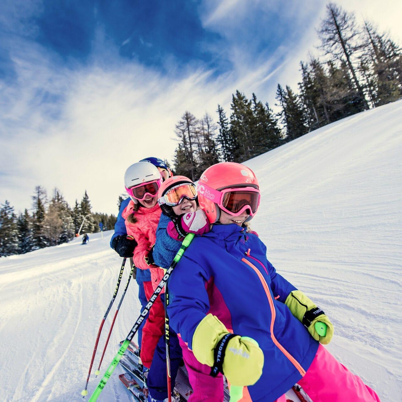 Hofgut-wagrain-apartment-lifestyle-resort-erleben-im-winter-familienwinter-skifahren-mit-Kindern2